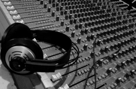 Cómo el Marketing puede ayudar a reinventar la industria musical y el periodismo. Símbolo Ingenio Creativo