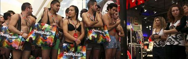 Varias-personas-desnudas-tienda-Desigual_ESTIMA20101228_0015_10
