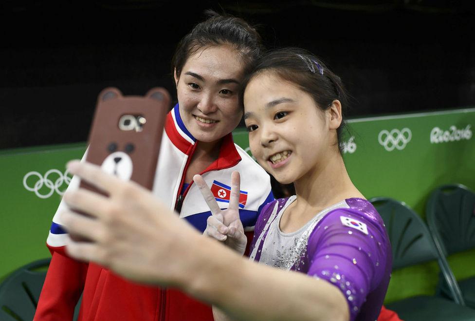 gimnastas-corea-norte-corea-sur-toman-selfie-rio2016-milenio-laaficion_MILIMA20160809_0151_3